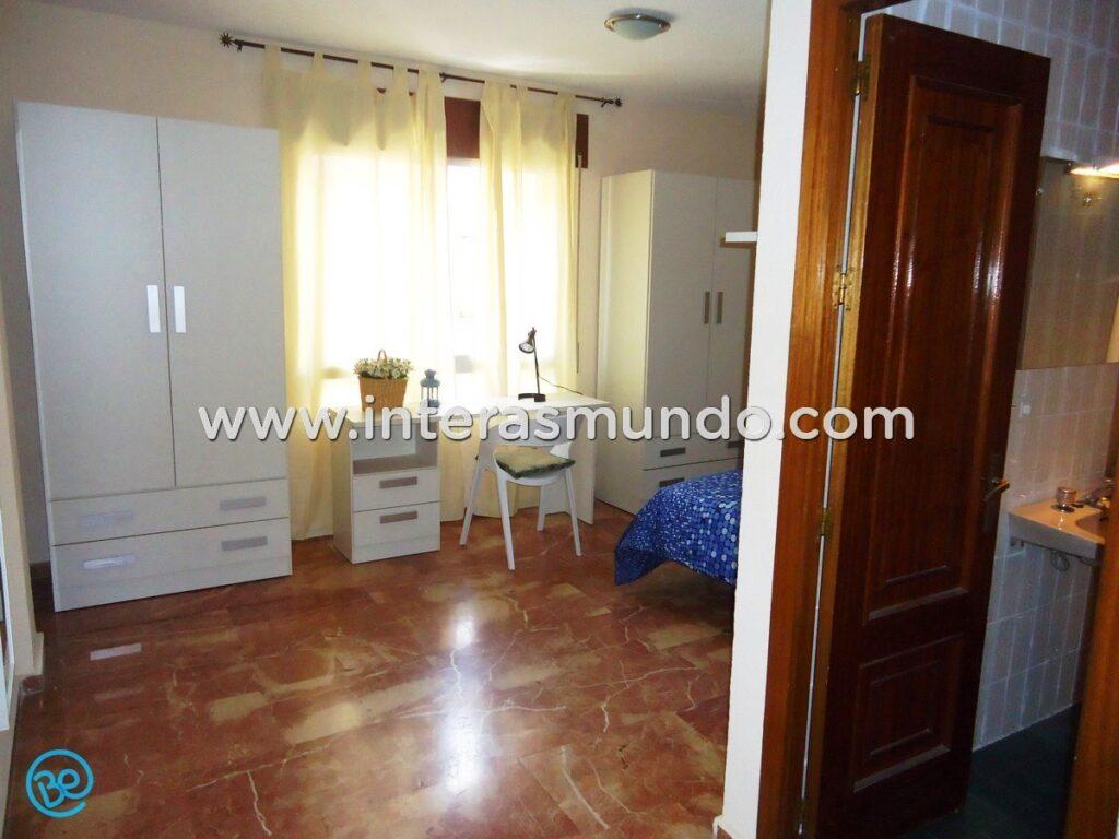 Habitación con baño privado para Erasmus