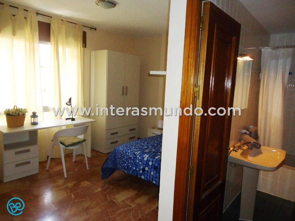 Erasmus room with private bathroom