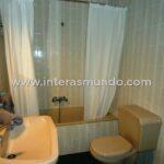 Room in Córdoba with bathroom