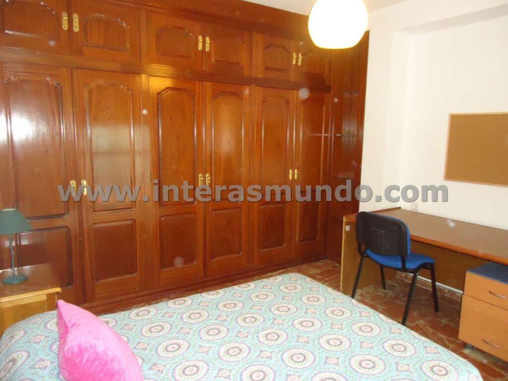 Room for Erasmus in Angel de Saavedra street, in the area of the Faculty of Filosofía, in Córdoba