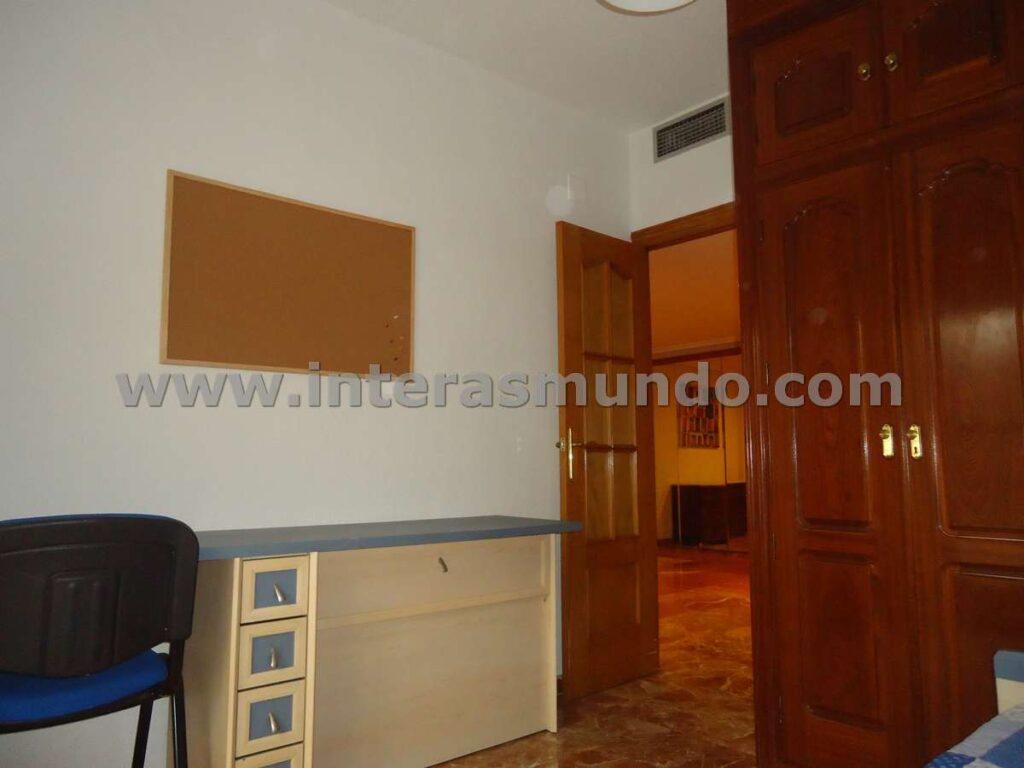 Habitación para estudiantes Erasmus en Córdoba, en la calle Angel de Saavedra, cerca de la Facultad de Filosofía