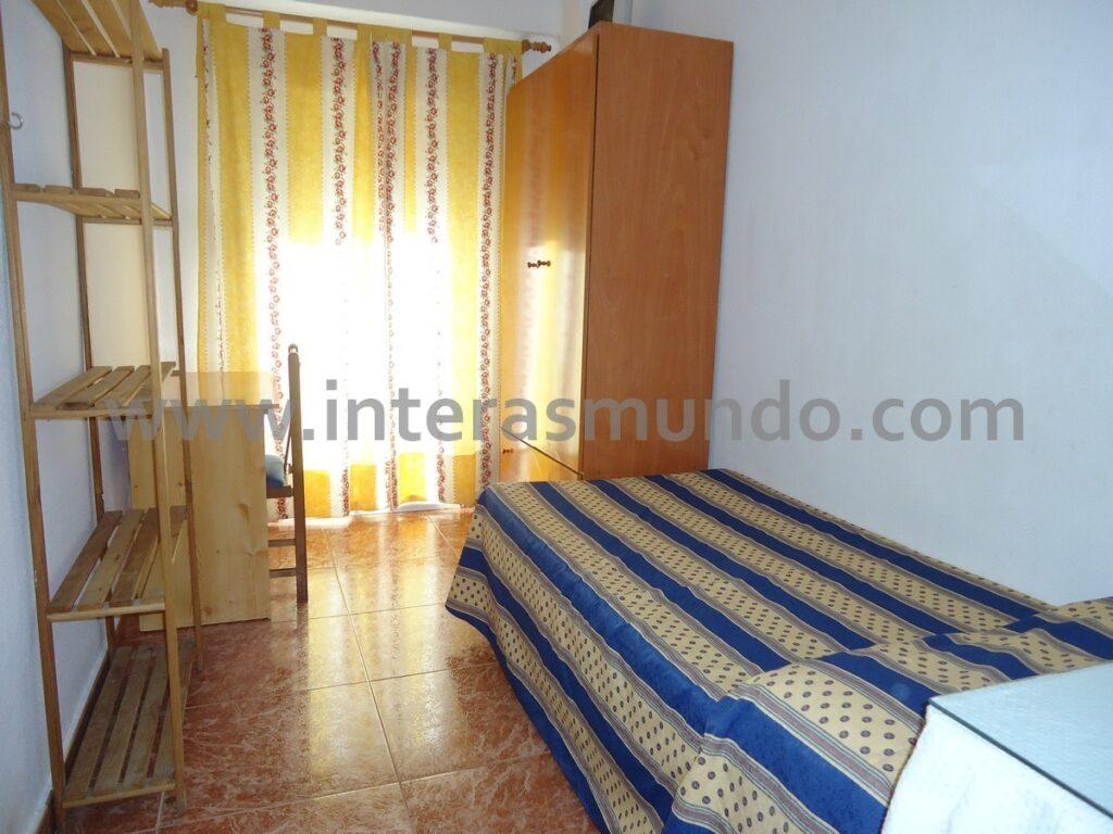 Habitaciones en pisos para estudiantes en Córdoba, en la calle Infanta Doña Maria, en Ciudad Jardín