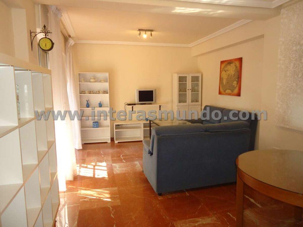 Apartamento compartido para estudiantes en la calle Angel de Saavedra, cerca de la Facultad de Filosofía y Letras